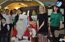"""Moș Crăciun a venit cu cadouri din Londra pentru copiii de la Complexul de Apartamente """"AMICII"""" Dorohoi - FOTO"""