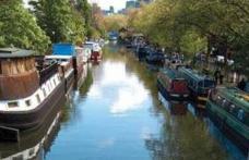 Tinerii din Londra fug de chiriile uriașe și ajung să trăiască în locuințe plutitoare