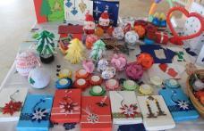 """Expoziție cu vânzare de felicitări și ornamente de Crăciun pentru cadourile copiilor de la Complexul """"Casa mea"""" din Dorohoi"""