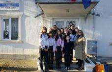 """TSD Botoșani și ansamblul """"Licuricii"""" au colindat centrele medico-sociale din județ în cadrul campaniei: """"Ți se dăruiește"""" - FOTO"""