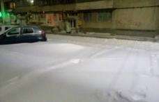 Primim la redacție – Centrul Dorohoiului acoperit de nămeți, autoritățile ce fac? - FOTO