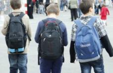 """Elevii ar putea primi 1.600 de lei de la stat ca """"ajutor de învățare"""""""