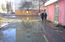 Primim la redacție – Scurgere ape pluviale defectuoasă în cartierul Plevna din Dorohoi – FOTO