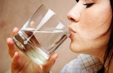 Opt pahare de apă pe zi vă menţin glicemia în limite normale
