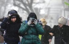 Informare meteo de vânt puternic şi ploi, în toată ţara. Strat nou de zăpadă