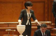 Parlamentul a adoptat legea promovată de Liviu Pop și Doina Federovici privind masa și cazarea gratuită pentru elevii din învățământul tehnic și profe