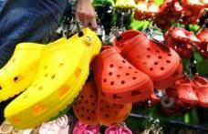 Dacă aveţi acest tip de papuci de plastic, aruncaţi-i imediat! Motivul te va şoca