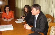 Primarul comunei Prăjeni, invitat de prefect să explice situaţia din comună după ce mai mulţi locuitori s-au plâns de licitaţiile cu pământuri