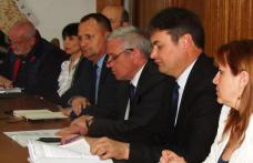 Problemele din judeţ prezentate prefectului de sindicate şi patronate în Comisia de Dialog Social - FOTO