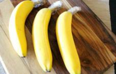 Leagă cozile bananelor cu folie alimentară. Efectul este uimitor