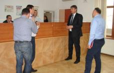 Prefectul judeţului, în vizită la Serviciul de Permise şi Înmatriculări Auto