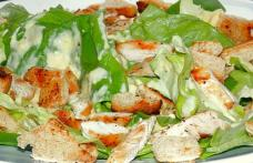 Salată Caesar cu sos de iaurt
