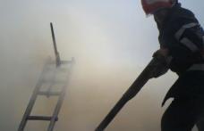 Zeci de tone de furaje distruse într-un incendiu provocat