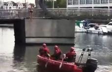 """Revoltător: Un român care a amenințat că se aruncă de pe un pod, încurajat de englezi să se sinucidă: """"Sari, sari, sari!"""""""