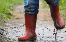 Vin și ploile, dar ne mai lasă o zi. De vineri se face frig în jumătate de țară, iar de sâmbătă peste tot