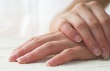 Semnele de pe unghii care îți transmit că ești bolnav! Fii foarte atent la ele