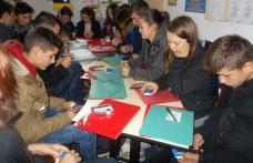 Zeci de tineri prezenți la un seminar pe tematică antidrog la Centrul de Tineret Botoșani - FOTO