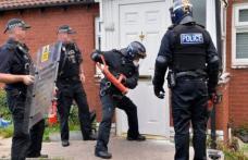 Polițiștii ar putea primi dreptul de a intra în casă fără mandat