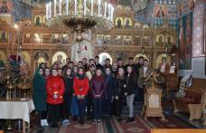 Seminariștii dorohoieni au aflat cum se pictează o biserică - FOTO