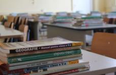 Manualele de clasa a V-a ajung de luni în şcoli, la două luni de la începerea anului şcolar