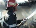 Șocant : A legat ușa casei unde dormea proprietara și i-a dat foc