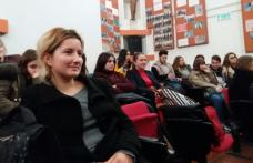 """Activitate interactivă între elevi și presă desfășurată în amfiteatrul Colegiului """"Grigore Ghica"""" Dorohoi"""