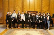 Elevi dorohoieni la Parlamentul României - FOTO