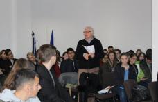 """Dezbatere la Liceul """"Regina Maria"""" Dorohoi - Educația digitală versus educația tradițională - FOTO"""