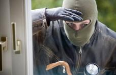 Suspect de comiterea unui furt din locuinţă, identificat şi depistat de poliţişti