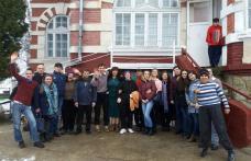 """Voluntari ai Liceului Teoretic """"Anastasie Bașotă"""" Pomîrla proiect de Ziua Internațională a Persoanelor cu Dizabilități - FOTO"""