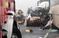 TRAGEDIE pe ȘOSEA! Un microbuz cu nouă românce, implicat într-un accident, în Italia