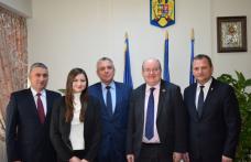 Ambasadorul Marii Britanii s-a întâlnit cu şefii Consiliului Judeţean Botoșani - FOTO
