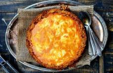Plăcintă cu blat de cartofi și cremă de brânză