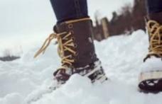 Ce să pui în ghete ca să nu-ţi mai îngheţe picioarele iarna!