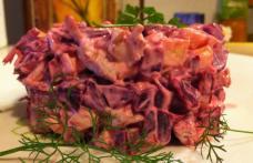 Salată de sfeclă roșie cu piept de pui și maioneză