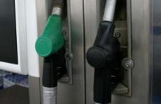 """Incredibil! Cum se fură la pompele din România când angajatul benzinăriei îi spune șoferului: """"Pot să vă ajut?"""""""