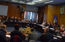 Întâlnire între secretarii unităţilor administrative - teritoriale şi juriştii Instituţiei Prefectului - FOTO