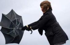 Informare meteo: ploi şi vânt puternic. Revin ninsorile viscolite