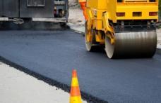 Mai multe drumuri județene vor avea covoare asfaltice. Vezi unde!