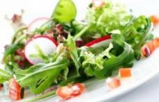 Câteva trucuri care fac salatele sănătoase
