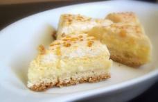 Prăjitură cu aluat fraged și brânză de vaci