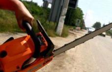 Clipe de groază pentru o româncă din Italia: a fost ameninţată cu o drujbă