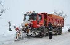 Mobilizare pentru deszăpezire în județul Botoșani. Prefectul, în teren cu şeful de la Drumuri Naţionale - FOTO