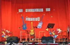 """""""Pe acorduri de chitară"""" - spectacol desfășurat la Sala Teatrului Dorohoi - FOTO"""
