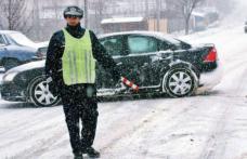 Conduceţi preventiv când circulaţi pe drumuri acoperite cu zăpadă sau polei