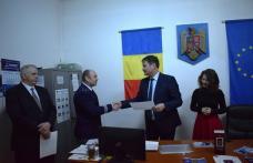 Ziua Paşaportului, sărbătorită de funcţionarii Serviciului de Paşapoarte alături de prefectul Dan Şlincu - FOTO