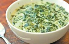 Ciorbă de salată verde cu lapte acru