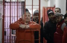 Condamnaţii cu pedepse de până la 5 ani vor putea executa pedeapsa la domiciliu sau în week-end