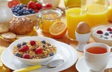 Cum să-ţi începi ziua perfect. Combinaţia de alimente sănătoase pentru micul dejun