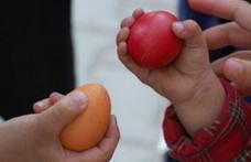 Iată cum se face corect ciocnitul ouălor roşii de Paşte